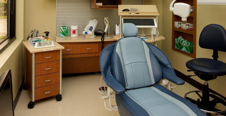 mobile dental cart in manhattan treatment room